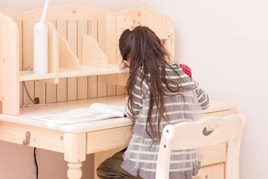 子供の学習机や勉強机は必要